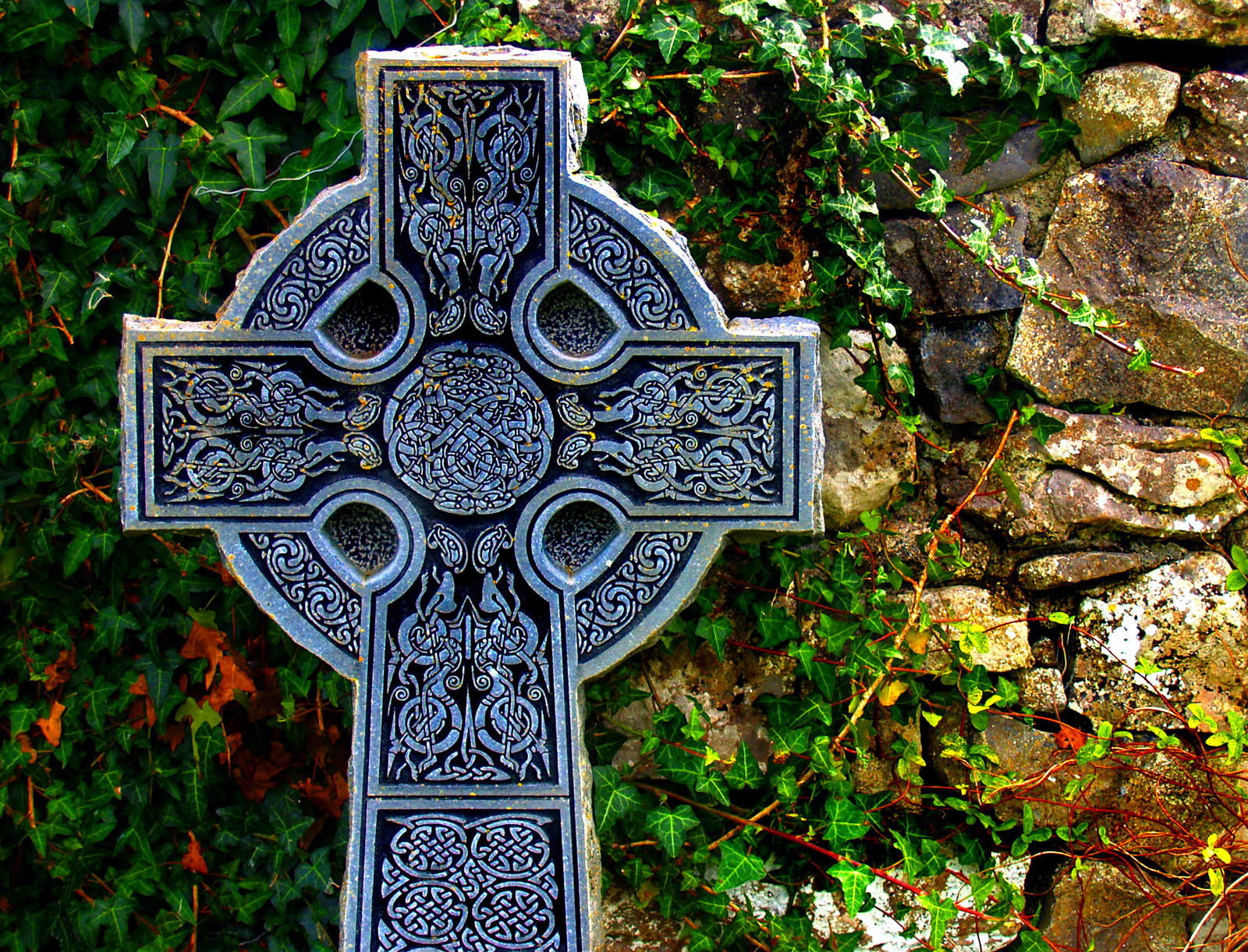 irish culture in ireland The irish have a rich culture that is steeped in religious, social, and political  beliefs  art in ireland has a long history, starting sometime around 3200 bc as  the.
